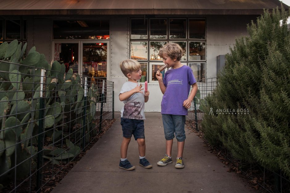 boys-eating-popsicles-angela-ross-photography